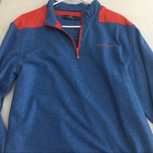 Red and blue vineyard vines pull over size M